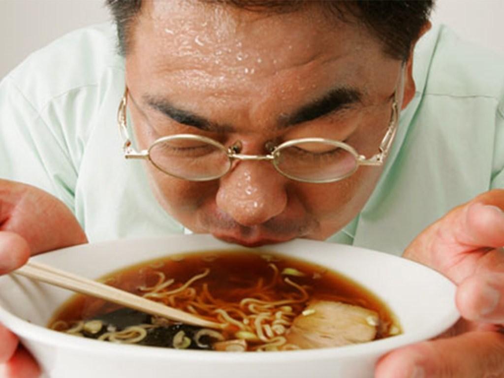 عدم هضم غذا در معده و بالا بودن چربی بدن موجب تعریق زیاد در بدن میشود.