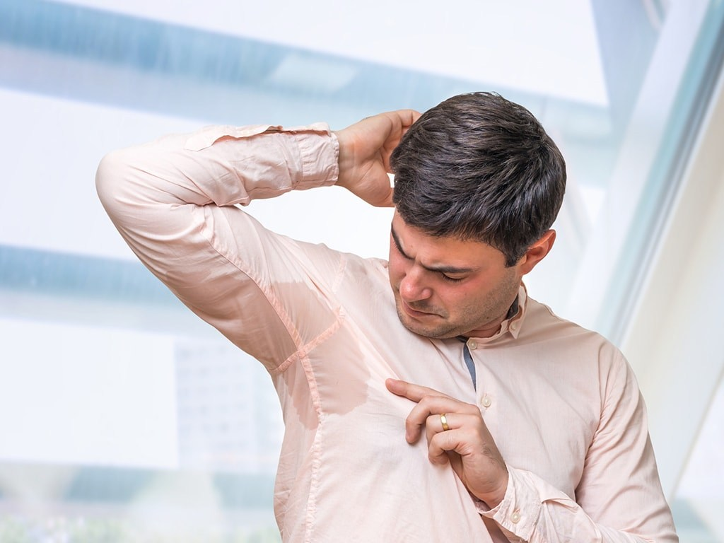 عرق زیر بغل اغلب غیر طبیعی و بدبو میباشد.