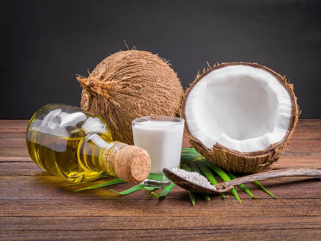روغن نارگیل یک ضد تعرق طبیعی است و مزایای بسیاری برای پوست دارد.
