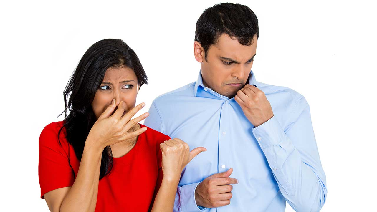 بوی بد عرق بدن میتواند ناشی از یک دلیل یا ترکیبی از دلایل باشد.