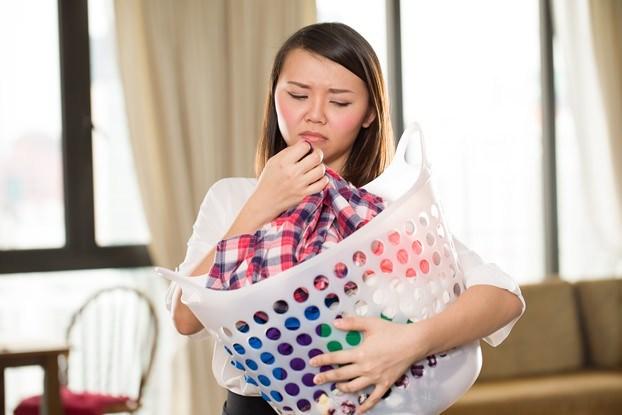 علت بوی بد زیر بغل در زنان