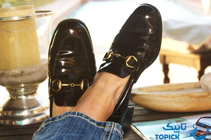 آیا کفش کالج با جوراب پوشیده میشود